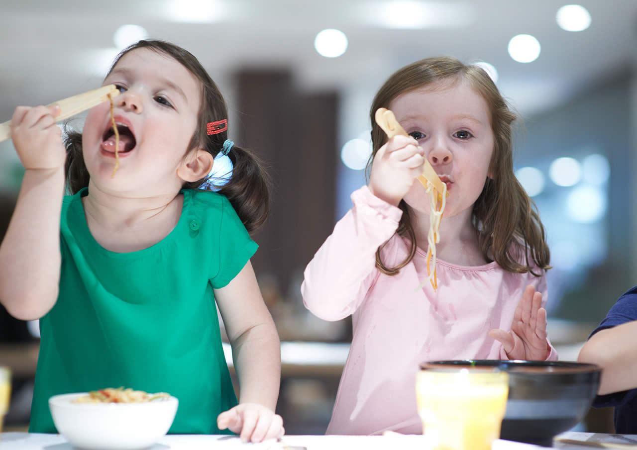 Фото дети в кафе